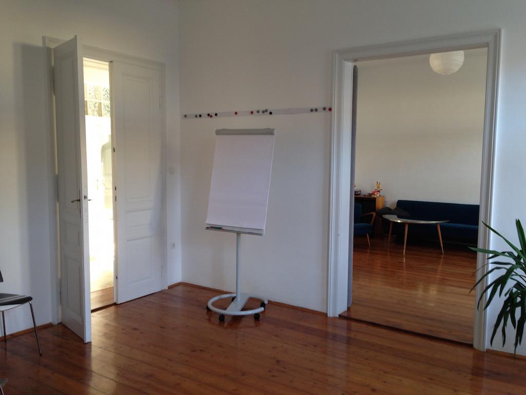 Ansicht des Beratungsraumes I mit Blickrichtung Beratungsraum II