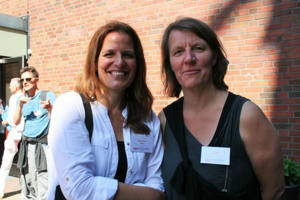 Roswitha Riepl und Daniela Musiol, im Hintergrund Thomas Geldmacher. Hamburg, 5. Juni 2015