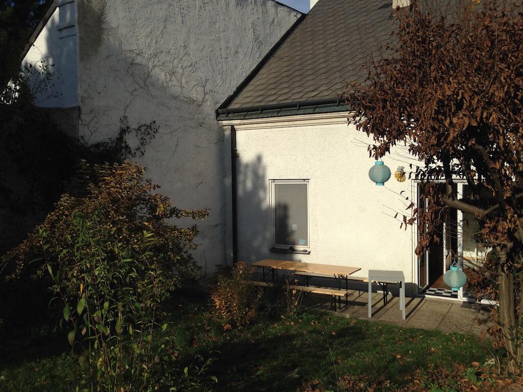 Der Garten der Praxis Rundumberatung: Terrasse und Rauchpausenraum